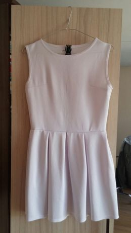 Biała elegancka rozkloszowana sukienka tulipan