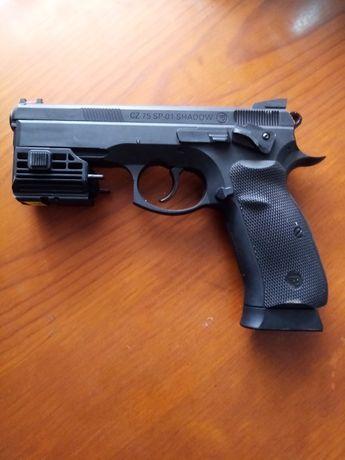 Pistola CZ. Sp 01 shadow 4.5bb co2 com mira laser