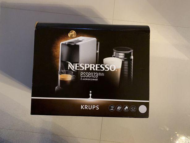 Nespresso KRUPS + spieniacz + kapsulki 150 szt. NOWE
