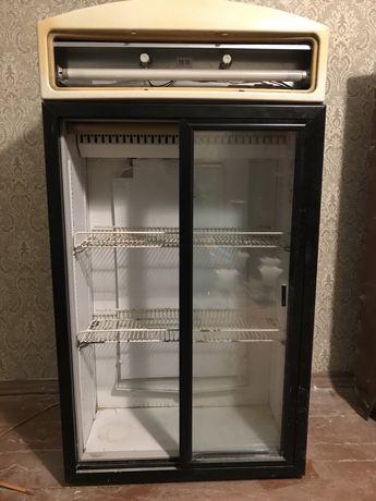 Продам торговый холодильник Интер