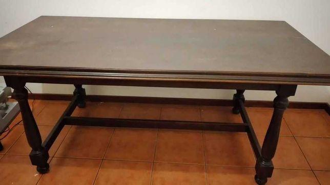 Mesa e cadeiras  Madeira
