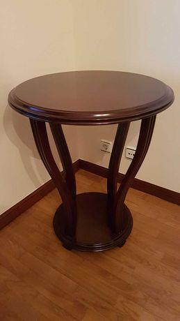 Mesa redonda em madeira - ótimo estado.