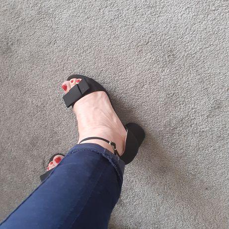 Sandálias como novas