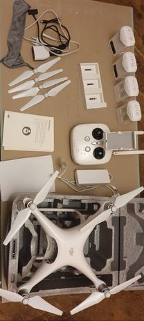Dron Phantom 4 MAŁO UŻYWANY + 4 baterie + 2 ładowarki