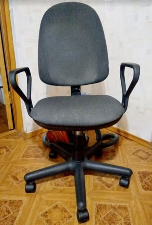 Офисное кресло б/у недорого