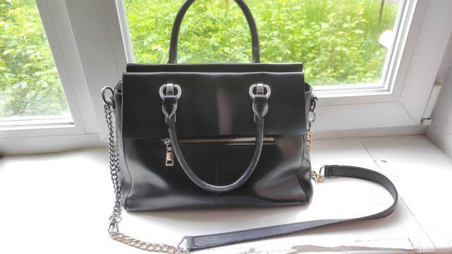 Продам стильную кожаную сумку Michael Kors,состояние.