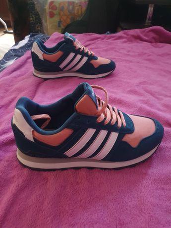 Кросівки adidas жін