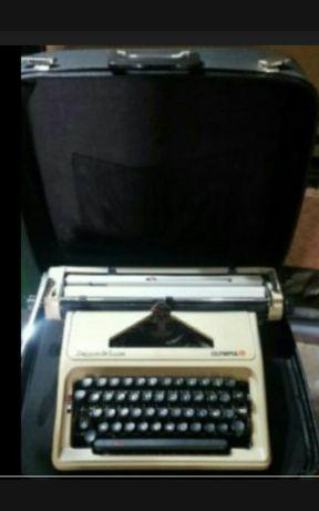 Máquina de escrever mecânica marca Olympia excelente estado