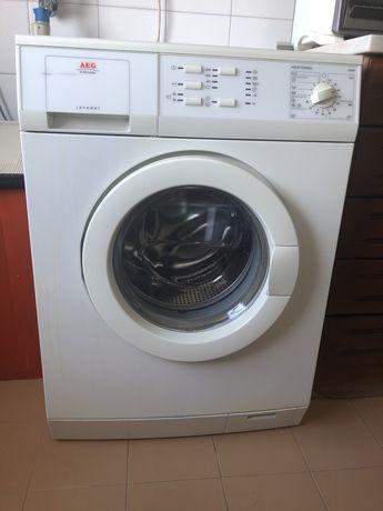 Máquina de lavar roupa AEG