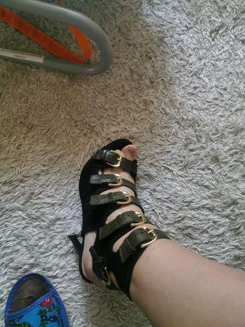 Sandały Carinii 39
