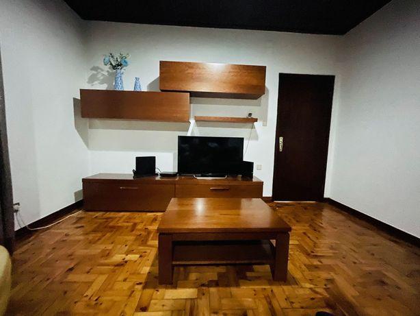 Móvel de sala de estar semi-novo 1 Ano