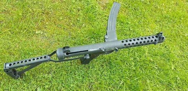 Pistolet maszynowy Sterling model kartonowy