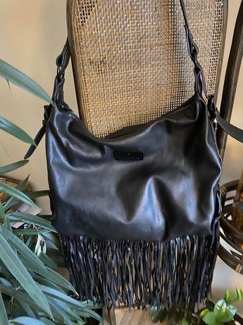Czarna torebka z frędzlami Mohito