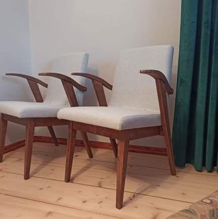 2 fotele projektu Mieczysława Puchały typ 300-123 po renowacji