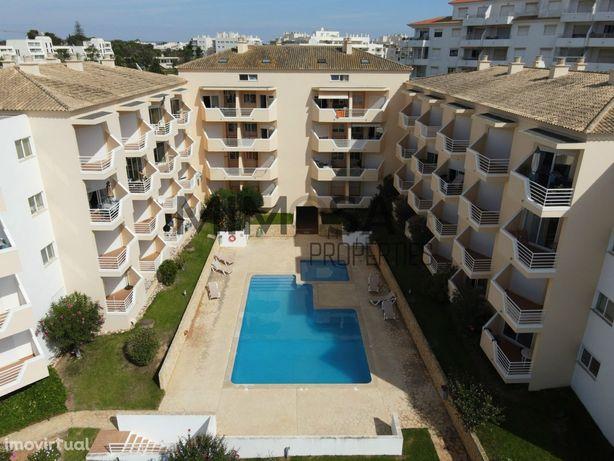 Apartamento T1+2 duplex com vista mar em Alvor.
