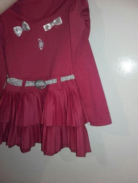 Różowa sukienka wizytowa elegancka dla dziewczynki z paskiem