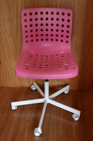 Cadeira Rosa com rodas para quarto ou escritório