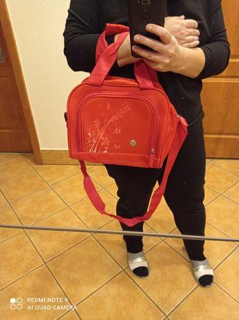 Czerwona torebka na małego laptopa aktówka