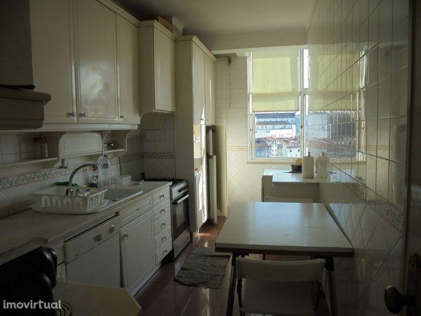 Apartamento T3 Mobilado na rua da Saragoça (A01PL)