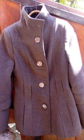 Пальто 44 р. 500 руб.