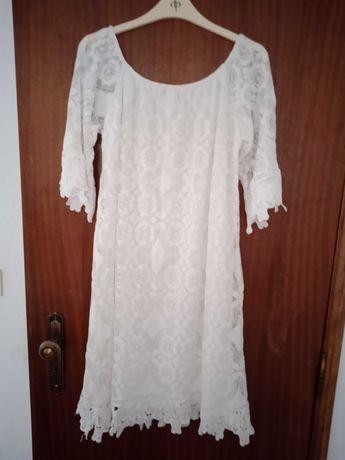 Bonito vestido mini de renda