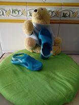 Sandálias azuis são muito leves, Usadas em bom estado