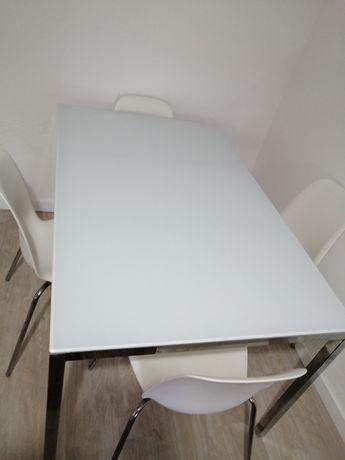 Mesa 4 cadeiras branca