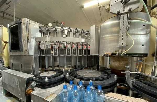 Linia do rozlewu wody mineralnej, napojów gazowanych 10000 bph