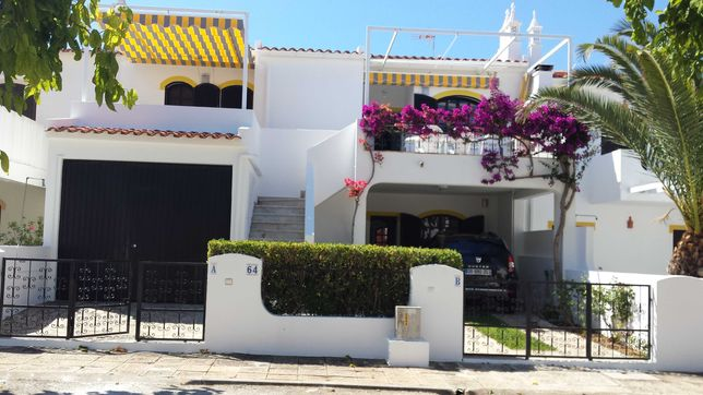 Alugo Moradia T3  Altura a 10 minutos a pè da praia