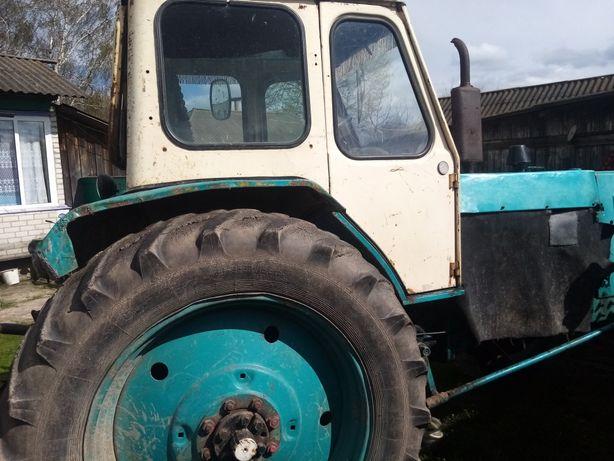 Продам трактор Юмз 6 в рабочем состаяние.