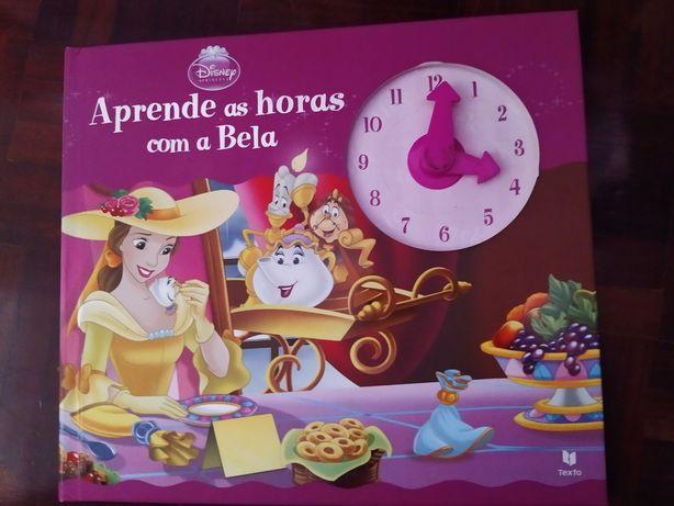 Livros infantis com relógio