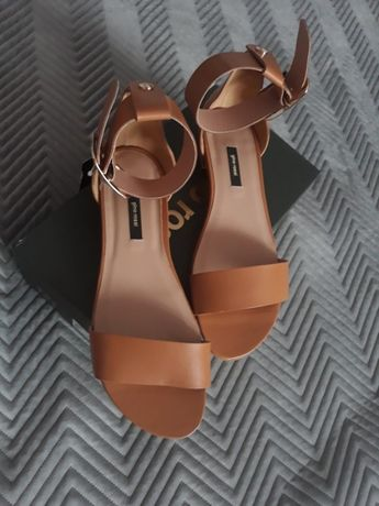 Skórzane sandały Gino Rossi r. 40