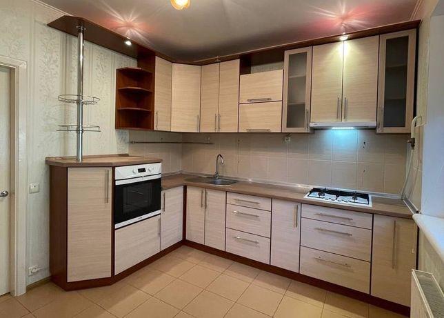 Продам кухню в отличном состоянии с техникой 2.95 х 1.94см