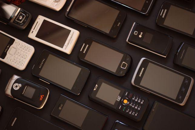 Pack Telemóveis + acessórios vários (39 telemóveis)