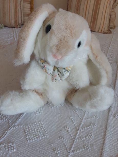 Coelhinha branca, macia e fofinha