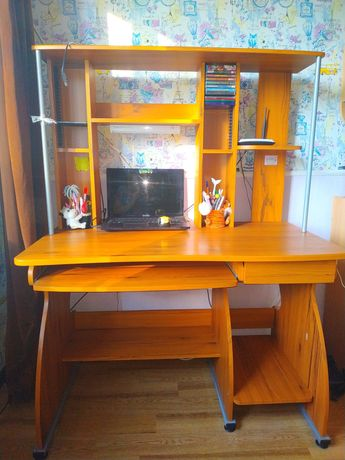 Стол компьютерный, для школьников