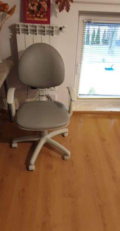 Fotel obrotowy w idealnym stanie