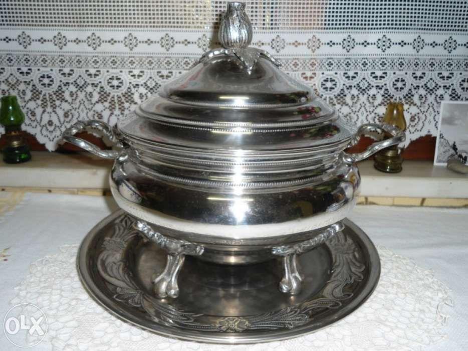 Terrina com bandeja em casquinha (banho de prata)