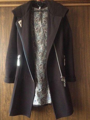 Пальто коричневое осеннее