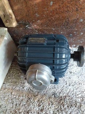 Электродвигатель 1.1 кв. 1400об.