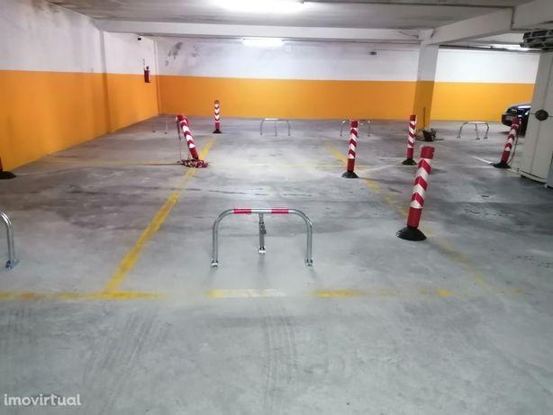J/Brico Depôt- Lugar de Garagem em prédio residencial