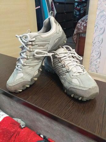 Кросівки, кеди, туфлі, чобітки, сапожки,