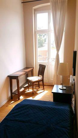Pokój z balkonem w centrum 10m2 - Mickiewicza 9 - FILM z mieszkania