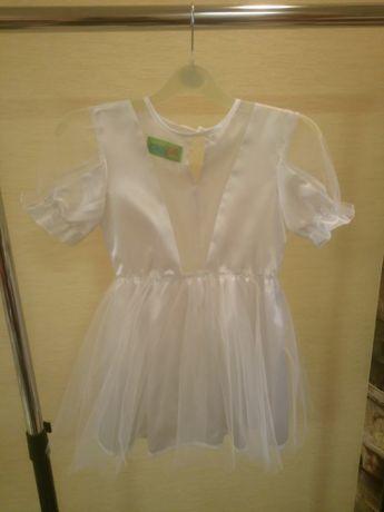 Платье белое на 5-6 лет