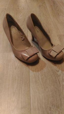 Свадебные пудровые лаковые бежевые туфли Fiore, р. 38