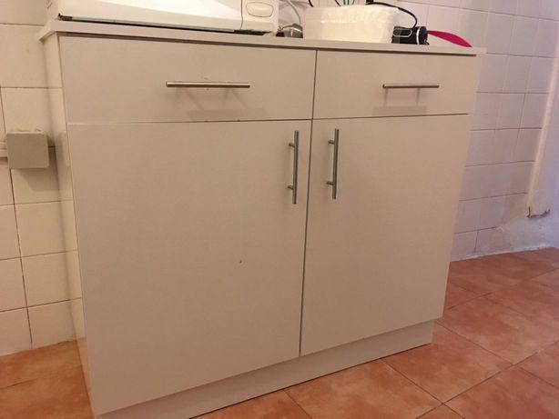 Moveis de cozinha e Casa de banho