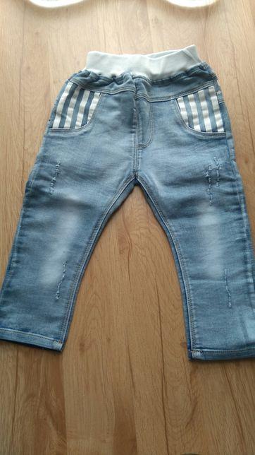 Spodnie dzinsowe r. 92