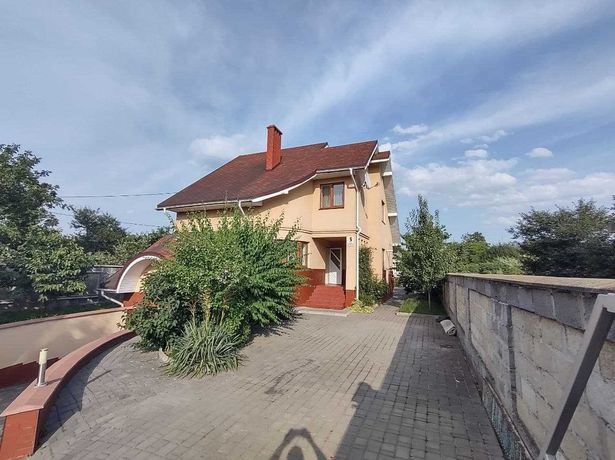 Продається приватний будинок в Івано-Франківську
