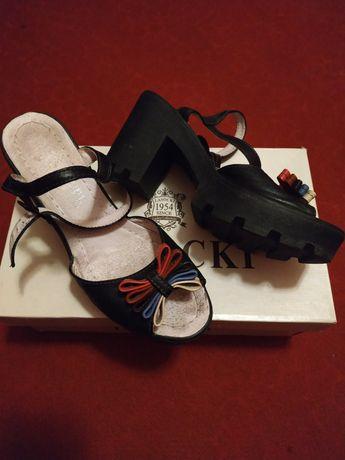 Босоніжки, взуття.