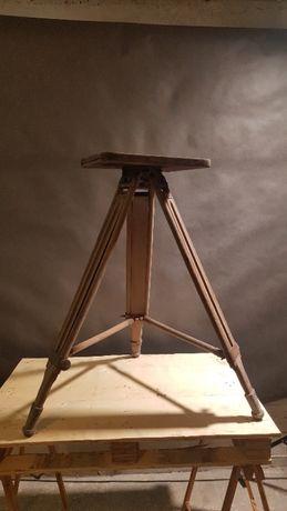 Stary drewniany statyw geodezyjny z charakterem na lampę loft vintage